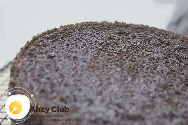 Рецепт этого шикарного бисквитного торта вы можете посмотреть у нас на видео.