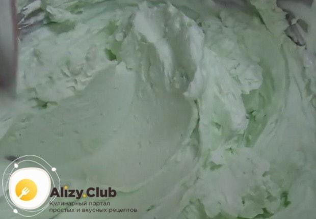 Крем получается нежным и пышным по текстуре и невероятно приятным по цвету.