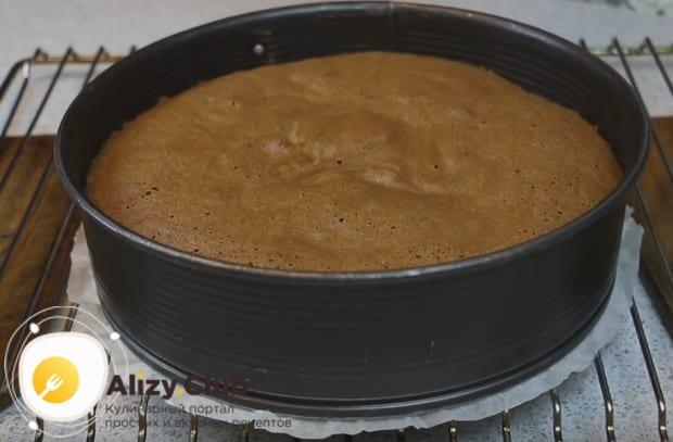 Печься такой бисквит будет около получаса.
