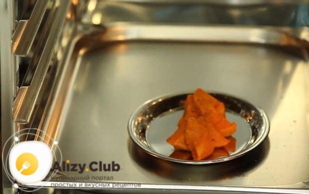 разогреваем тыкву в духовке при 160° на протяжении 5-7 минут