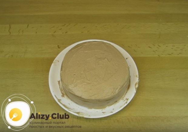 Теперь вы знаете, как приготовить трюфельный торт в домашних условиях, осталось лишь украсить его.