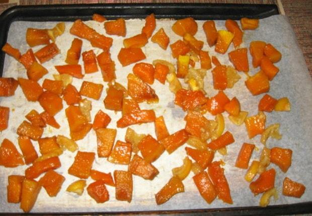 Высушите цукаты из тыквы в духовке.