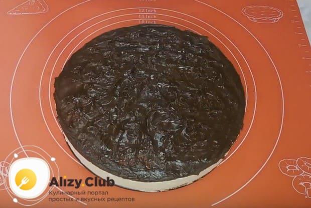 Остывшей глазурью покрываем наш торт.