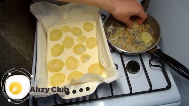 Вкусный наливной пирог с картошкой готовится легко.