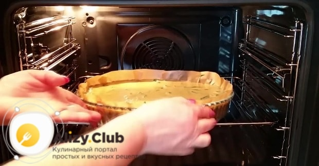 выпекайте пирог 50 минут