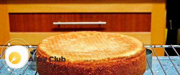 Тесто для бисквитного торта готов.