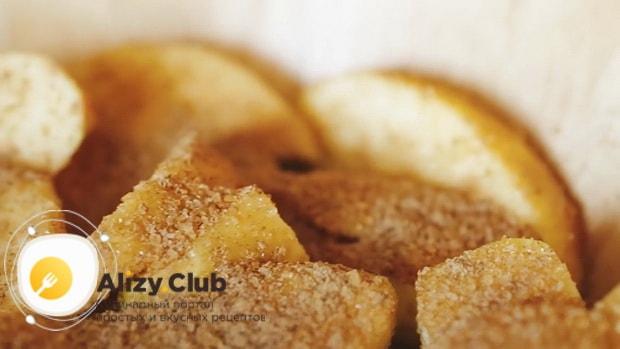 Попробуйте приготовить пирог с яблоками из слоеного дрожжевого теста