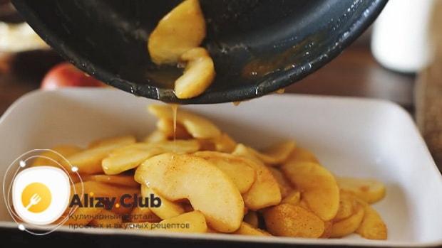 Попробуйте приготовить яблочный пирог из слоеного дрожжевого теста