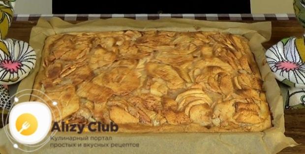 Не спешите вынимать пирог из формы сразу после выпекания