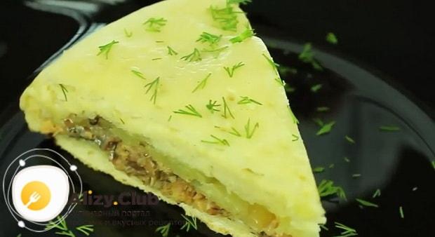 Вкуснейший рыбный пирог приготовленный в мультиварке готов.
