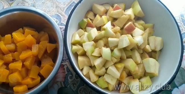 Вкусная запеканка с тыквой и творогом и яблоками готовится легко.