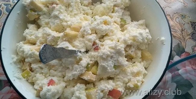 Сладкая запеканка с тыквой и творогом готовится в духовке или мультиварке.
