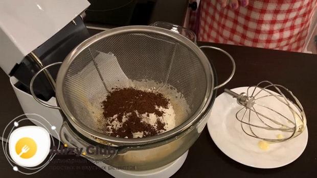 По рецепту для приготовления творожного торта, добавьте в тесто муку.