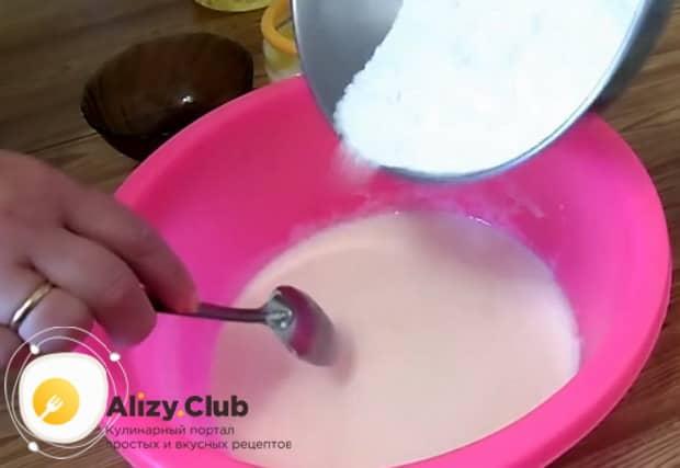 Попробуйте приготовить заливной пирог с рыбными консервами и картошкой