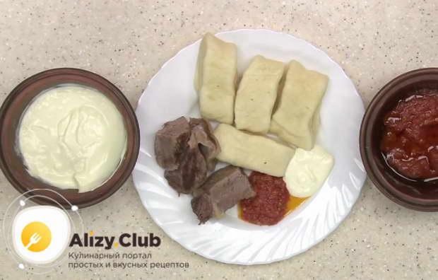 Поставили глубокие порционные тарелки специально для тех, кто захотел отведать суп-хинкал