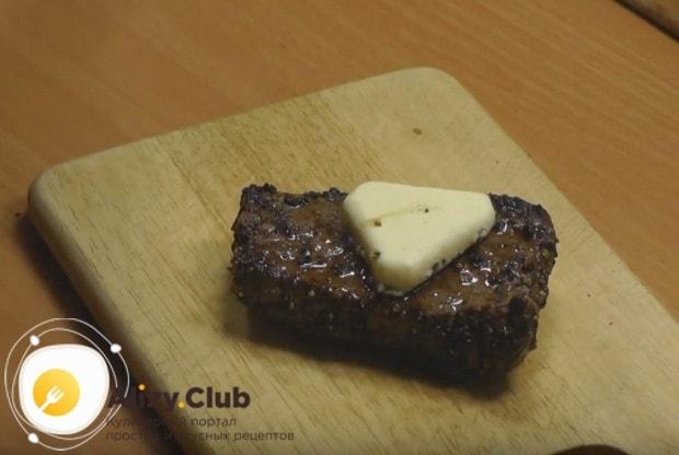 Если положить на готовый бифштекс кусочек сливочного масла, он будет еще более сочным.