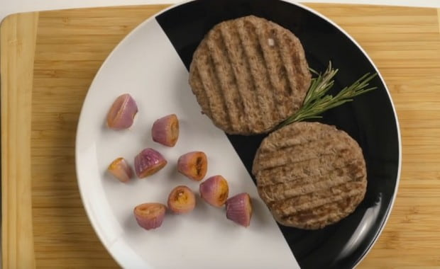 Как правильно приготовить рубленный бифштекс из фарша по рецепту с фото