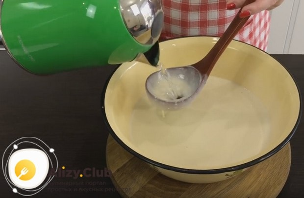 При необходимости тесто можно развести водой.