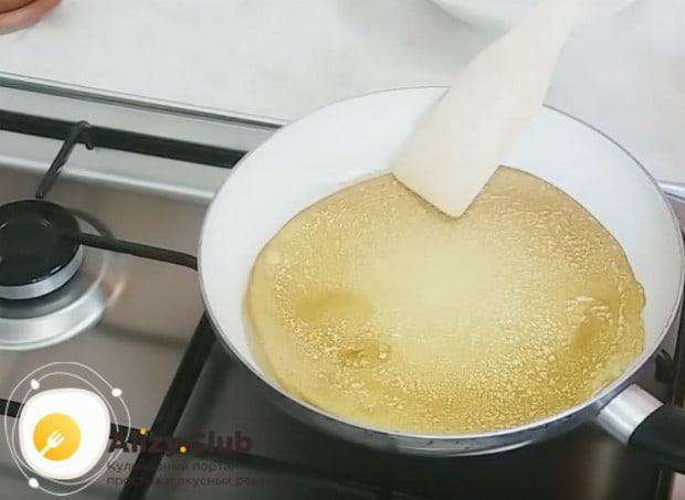 Вот какими красивыми и румяными получаются блины по этому рецепту.