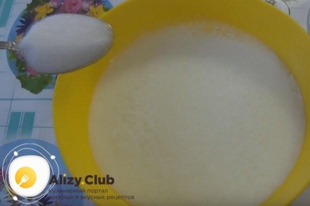 Теперь добавляем соль и сахар.