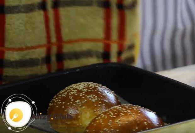 Попробуйте приготовить такую аппетитную булочку бриош для бургера по нашему рецепту!