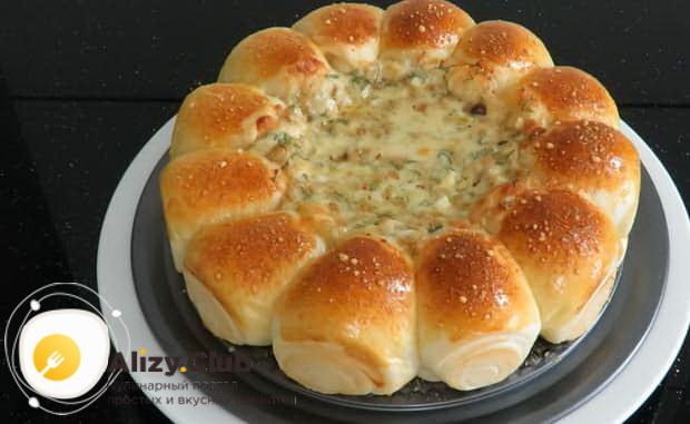 Вкусные булочки с сыром готовы.