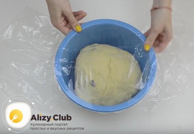 Оставляем тесто в теплом месте, чтобы оно поднялось.