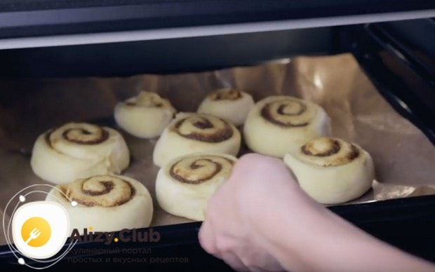 Отправляем заготовки в духовку на 15 минут.