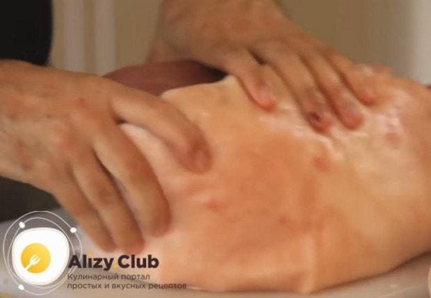 Посмотрите у нас также видео о том, как сделать буженину из свинины.