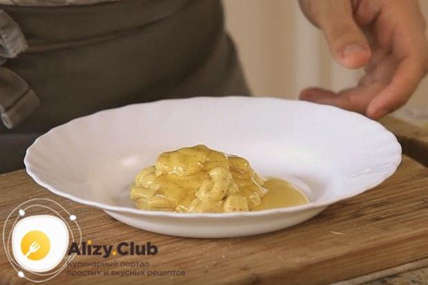 Для соуса смешиваем горчицу и мед.