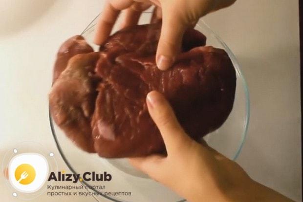 Наш рецепт с фото поведает, как правильно приготовить буженину из свинины в фольге в духовке.