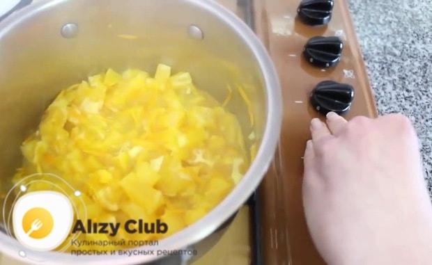 Снимаем кастрюлю с огня и позволяем фруктовой смеси полностью остыть