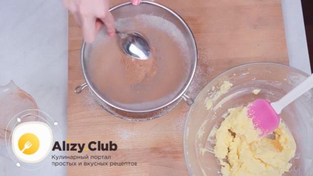 По рецепту для приготовления печенья орео, соедините муку и какао.