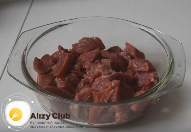 Гороховую кашу можно готовить с мясом или с тушенкой в мультиварке.