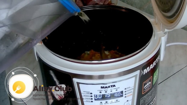 Попробуйте приготовить гороховый суп с копчеными ребрышками в мультиварке