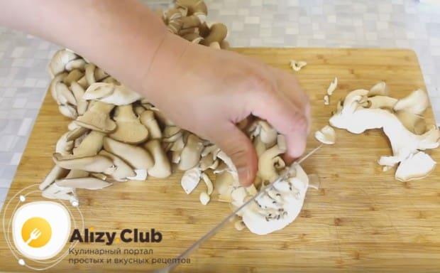 Мы расскажем, как готовить вкусный грибной суп из вешенки.