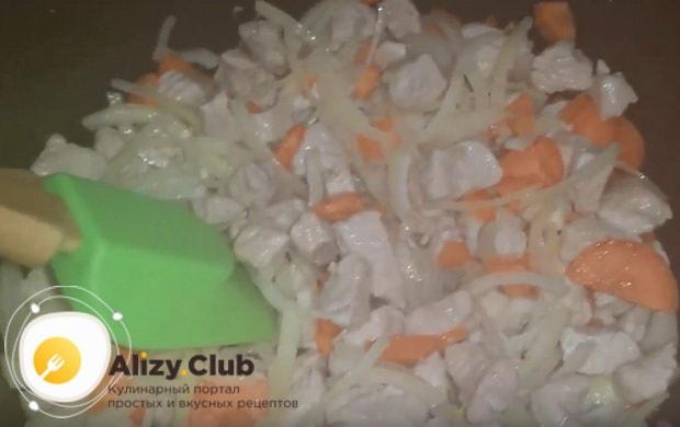 морковь добавляем к мясу