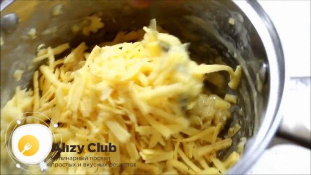Для приготовления булочек с сыром, добавьте сыр.