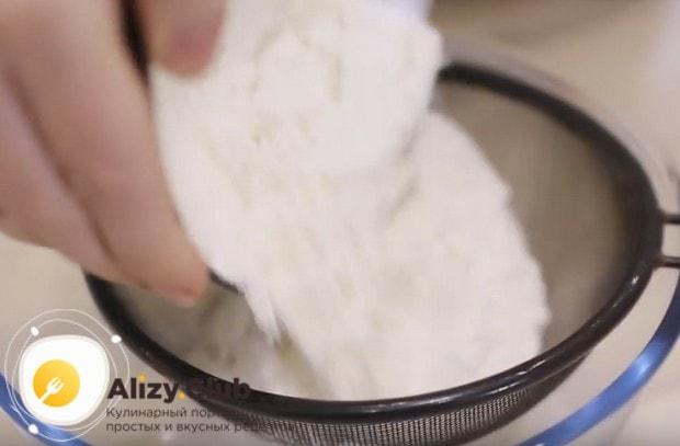 Хачапури с сыром можно приготовить из слоеного дрожжевого теста.