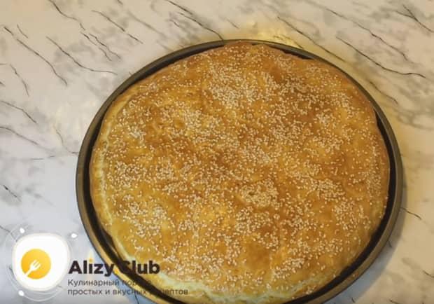 Попробуйте приготовить вкусное хачапури из слоеного теста с сыром в духовке по нашему рецепту с фото.