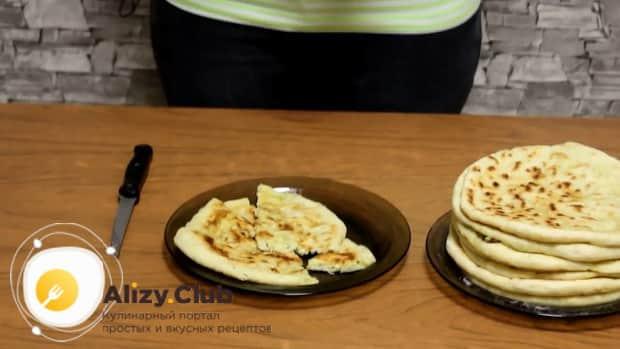 Вкуснейшее хачапури с творогом готовы.