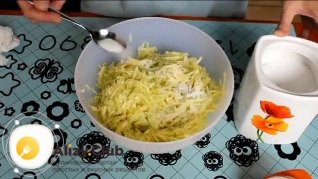 Пересыпьте их 2 ч. л. поваренной соли