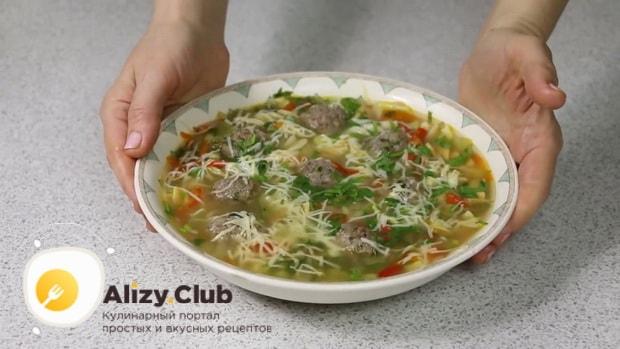 Вкуснейший суп с фрикадельками и вермишелью готов.