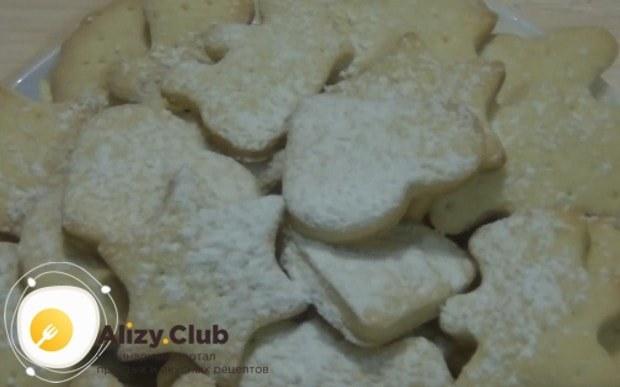 Самый простой способ украсить такой десерт для малышей это сахарная пудра.