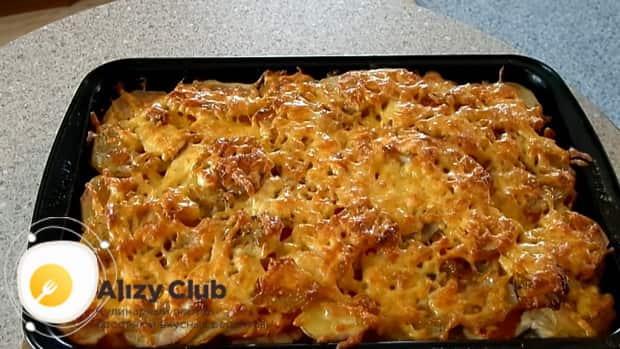 Вкусная картофельная запеканка готова.