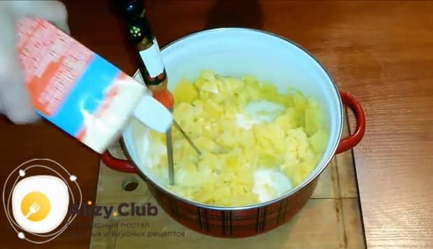 Смотрите как готовится запеканка из картофеля с сыром
