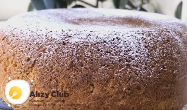 Украсить такую выпечку можно просто сахарной пудрой.