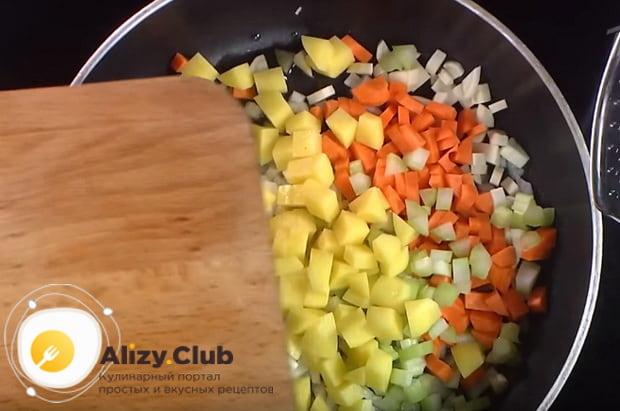 Как приготовить гороховый суп с гренками по рецепту от шеф-повара