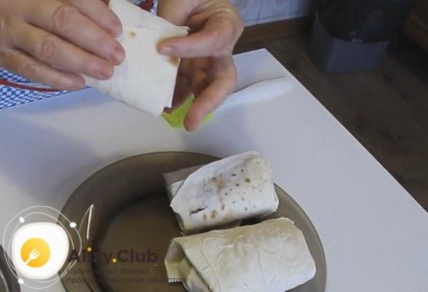 Такие конвертики можно готовить и на сковороде, и в духовке.