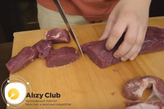 Предлагаем вашему вниманию идеальный рецепт котлет для гамбургеров, как в Макдональдсе.